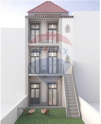 Descrição Apartamento T 0 duplex, traseiras, ao nível do rés do chão, com um pátio/jardim de 35 metros quadrados com otimos acabamentos. Inserido no Empreendimento FREIXO 1788, no PORTO, numa excelente relação qualidade/preço aliada a uma otima const...