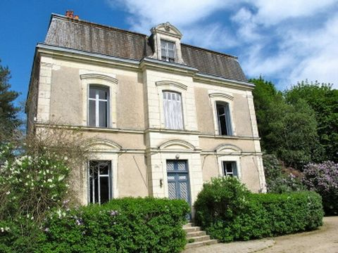 Close to Saint-Aignan-sur-Cher and set in 6000m² grounds, this renovated well-proportioned 6 bed maison de maître (approx. 275m² of living space) has kept its original character with peaceful and comfortable rooms. Large cellar. 2 bed guests house (a...
