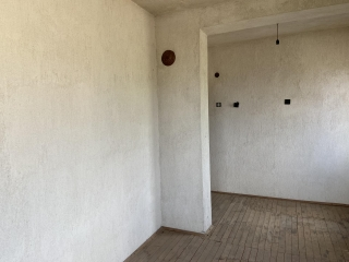 two-storey house in the city of Vasil Levski. Massive building built of brick and two slabs. The roof is in good condition. The distribution is: First floor: entrance hall and three separate rooms Second floor: entrance hall, two bedrooms and living ...