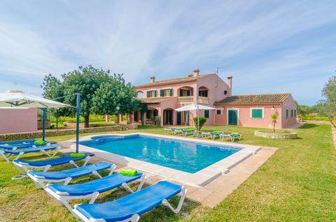 Finca de mucho estilo con piscina privada y jardín en Llucmajor, a 15 minutos en coche de Palma de Mallorca, ideal para 10 personas. La gran piscina de cloro tiene un tamaño de 10m x 5m y una profundidad de entre 0.9m a 1.9m y es totalmente privada p...
