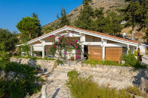 Villa Apokoronas is a single storey property on a very large plot, located in a magnificent natural setting. It is a spacious home of 124 sqm, with a beautiful open layout and design. It was well cared for by the current owners, so the villa is in ex...