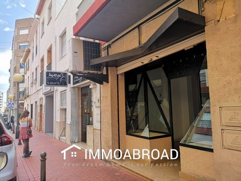 Local commercial available to rent long term in a very central location in Oliva. With double glass fronted display windows, large store room and toilet. Parking is right outside and it´s located in a street that is popular for parades etc. You can f...