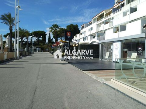 Located in Vilamoura. Amazing and rare opportunity to invest in one of the most sought-after locations in the Algarve. This commercial property with 110 sqm, on the waterfront of the Vilamoura Marina, must be seen as a sound investment with a guarant...