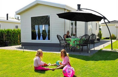 At Camping Jachthaven Rhederlaagse Meren (Camping Marina Rhederlaagse Lakes) no one will be bored! Here you can tailor your holiday to your choosing: relaxing on the beach or in a boat bobbing on the water, trolling on the water, or with the wind in ...