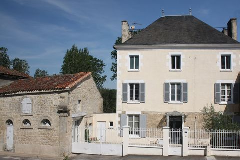 Situated in the delightful market town of Chef Boutonne with all amenities within walking distance, this beautiful property has been very stylishly renovated and is brimming with character. The present owners have cleverly combined the old and the ne...
