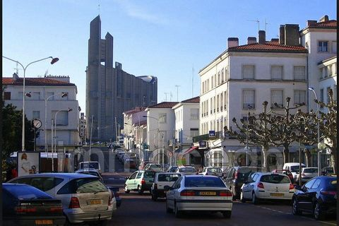 full town center commercial of 100 m ² with stage - reserve - toilets - cellar all trade lease 3/6/9 rent 617 euros ttc