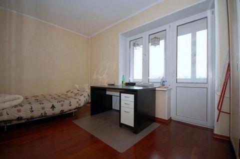 Стильная 2-комнатная квартира в сталинском доме, 7 / 14 этаж. Спален: 2, санузлов: 1. Общая площадь: 55 кв.м. Комнаты: 18-14 кв.м. Кухня: 9 кв.м. Ремонт в современном европейском стиле. Квартира предлагается полностью с мебелью, вывоз обсуждается. Ко...