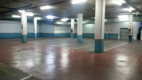 An excellent opportunity to purchase a secure parking space in the Centro Commercial Terranova just 50 metres from Puerto Colon. With parking becoming ever more difficult in this area this is a great opportunity. With remote controlled access to the ...