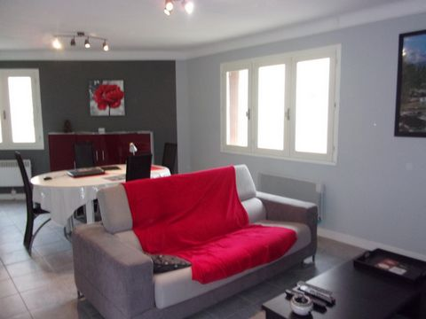 In Lieuran beziers, nice town house T2 of 65 m2 with large garage of 50 m2, pantry, closet. On the floor stay of 27 m 2, cooks equipped and done up, a room with cupboard, room of water, toilet. Close to shops and transport. To visit Your real estate ...