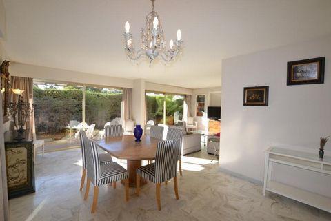 A proximité des plages et des commerces, luxueuse résidence, Gardien, Piscine, Bel appartement 3 pièces 99 m² + 120 m² jardin privatif, calme, bon éta