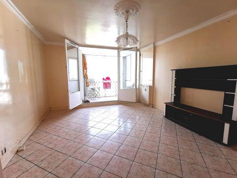 700euros/ mois ! . SARTROUVILLE - Quartier La Marinière, appartement 3 pièces 67 m² , . travaux à prévoir, . ascenseur, vue dégagée, balcon /loggia, p