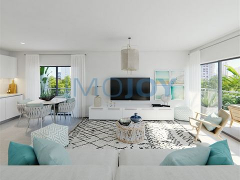 Excellent T3 composed of Living Room and Kitchenete in Open Space, Bedrooms with wardrobes and Balcony of 29.20m common to the Living Room and Bedrooms. The Apartment has a closed Garage Box. Located in the city of Portimão only 300 meters from Praia...