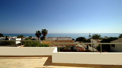 This office building in Mojacar Playa has everything to become a luxury villa. The building has a contemporary architecture and is just 100 meters from the beach. It is located in the middle of a quiet residential area. The house was built in 2006 on...