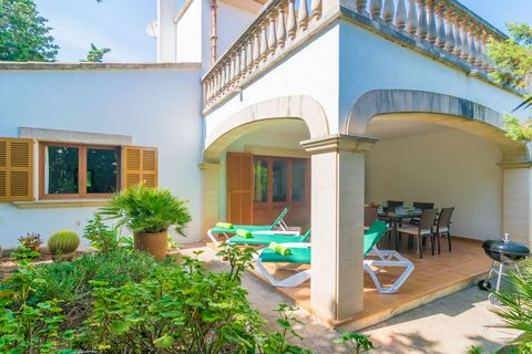 Welcome to this great ground floor with private terraces and garden in Porto Petro. It sleeps 8 people. You will always remember the great moments lived in the charming exterior area of this house. You can sunbathe on one of the 3 sunloungers that yo...