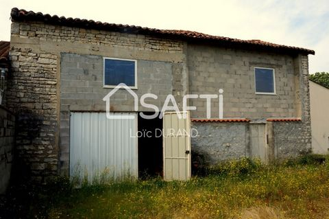 In the village of Luxé, near the train station TER, pharmacy, medical office, gas station with grocery. Barn of 80 m² on beautiful ground of 3250 m² has arranged according to your tastes. Presence of fruit trees, networks at the edge of the ground. T...