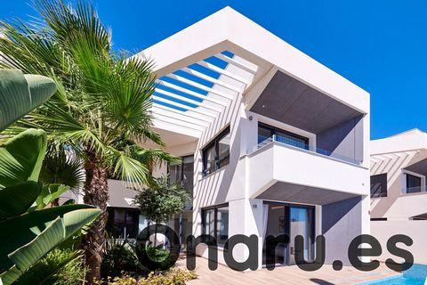 A tan solo 300 metros del mar, esta nueva promoción de 14 villas unifamiliares se encuentra cerca del centro de Torrevieja, ofreciendo una excelente ubicación para una casa de vacaciones o residencia permanente.Con parcelas de hasta 270m², estas vill...
